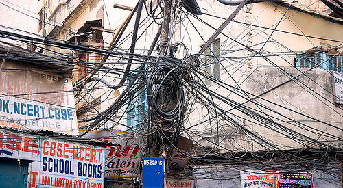 wiring gone wrong ugly cable management quick tech news rh quick tech news com Telco Wiring India India Telephone Lines Mess